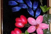 Цветочная композиция из одноразовой посуды